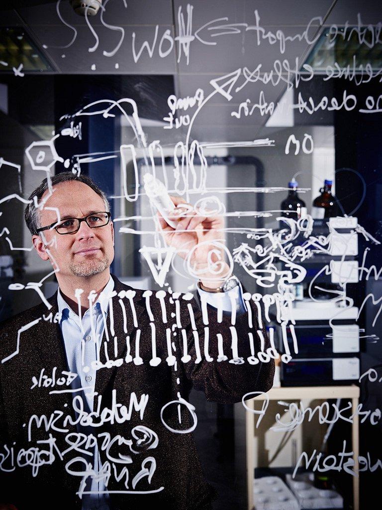 Prof. Dr. Mark Brönstrup, Infektionsforschung